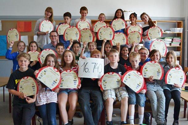 5A fra Institut Sankt Joseph solgte Lillebror Lotteriet og tjente penge til deres lejrskole på Bornholm. Foto: Privat.