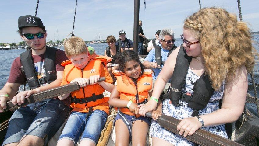 Plejebørn i vikingeskib