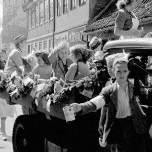 Indsamling gennem gaderne til årets Børnehjælpsdag i 1948