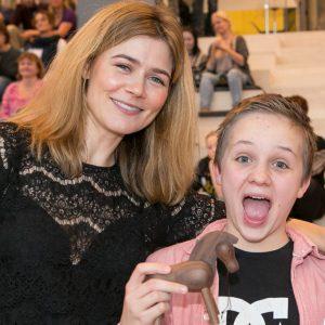 Ambassadør Sofie Lassen-Kahlke var med til årets sidste julefest for anbragte børn og unge på SMK i København. Foto: Kim Agersten.