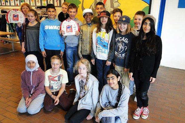 5C fra Skovbrynet Skole solgte både Lillebror Lotteriet og Julelotteriet i 2014 for at tjene penge til deres lejrskole. Foto: Privat.