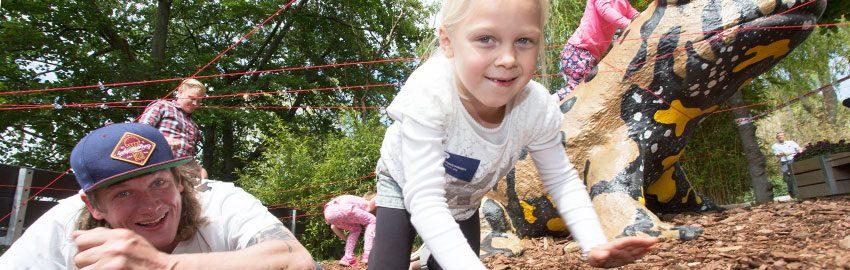 Anbragt ung pige får brugt kroppen til Børnehjælpsdagens Sommerfest. Foto: Kim Agersten.