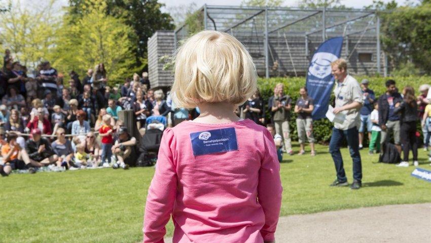 Lille anbragt pige i København Zoo