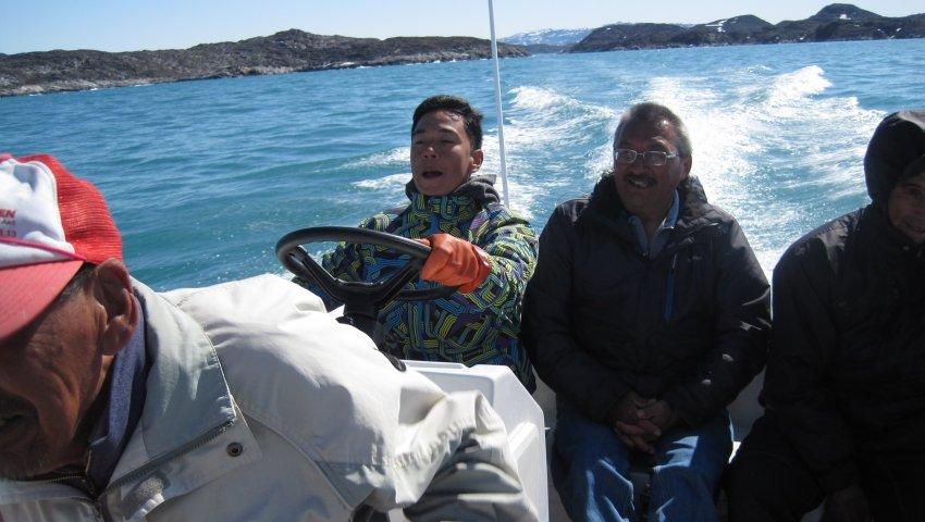 'Malik' på fisketur med sin morfar i Grønland