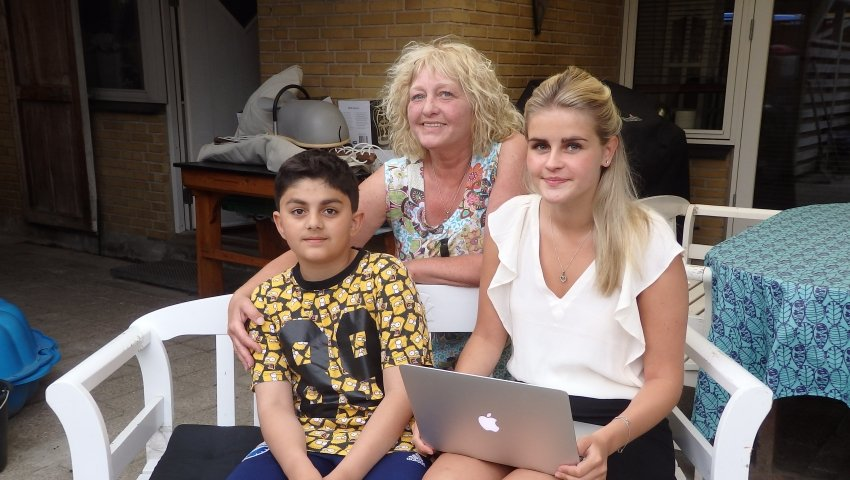Plejemor, Anne Marie Petersen, sammen med plejebørnene David, 11 år, og Cecilie, 17 år.