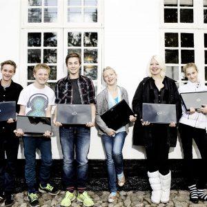 Boernenes-IT-Fond-uddeler-computer-til-unge-paa-opholdsted-i-kolding-2012