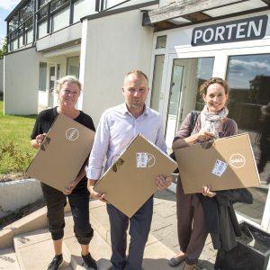 Boernenes-IT-Fond-uddeler-computer-til-unge-paa-ungecenter-i-hvidovre-2012-egmont-fonden