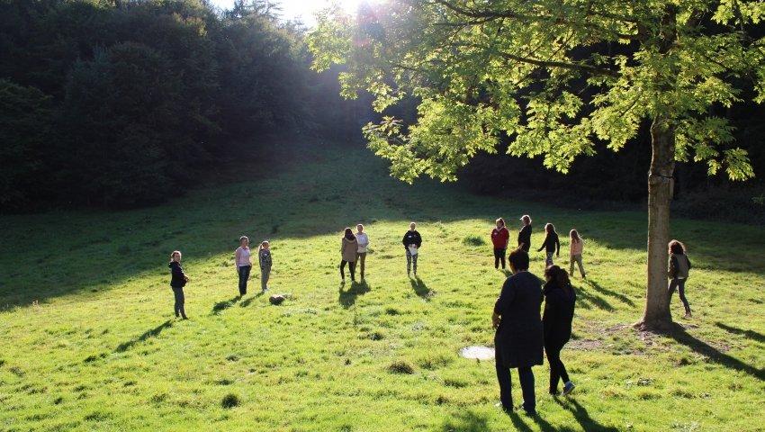Fælles aktivitet i de smukke naturomgivelser i Svanninge Bjerge