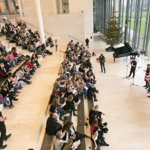 Fællessang til Børnehjælpsdagens Julefest på Statens Museum for Kunst i København