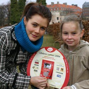 Sofie Lasse-Kahlke med Lillebror-arket i 2004