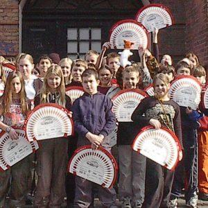 Elever fra Nørrebro Lilleskole er klar til at sælge Lillebrorlodder.