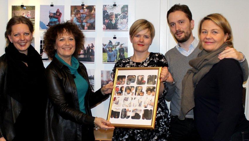 Gruppebillede af repræsentanter fra Børnehjælpsdagen og Oplevelsesbanken