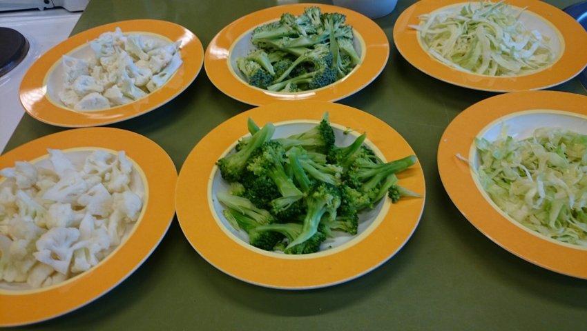 grøntsager på fad