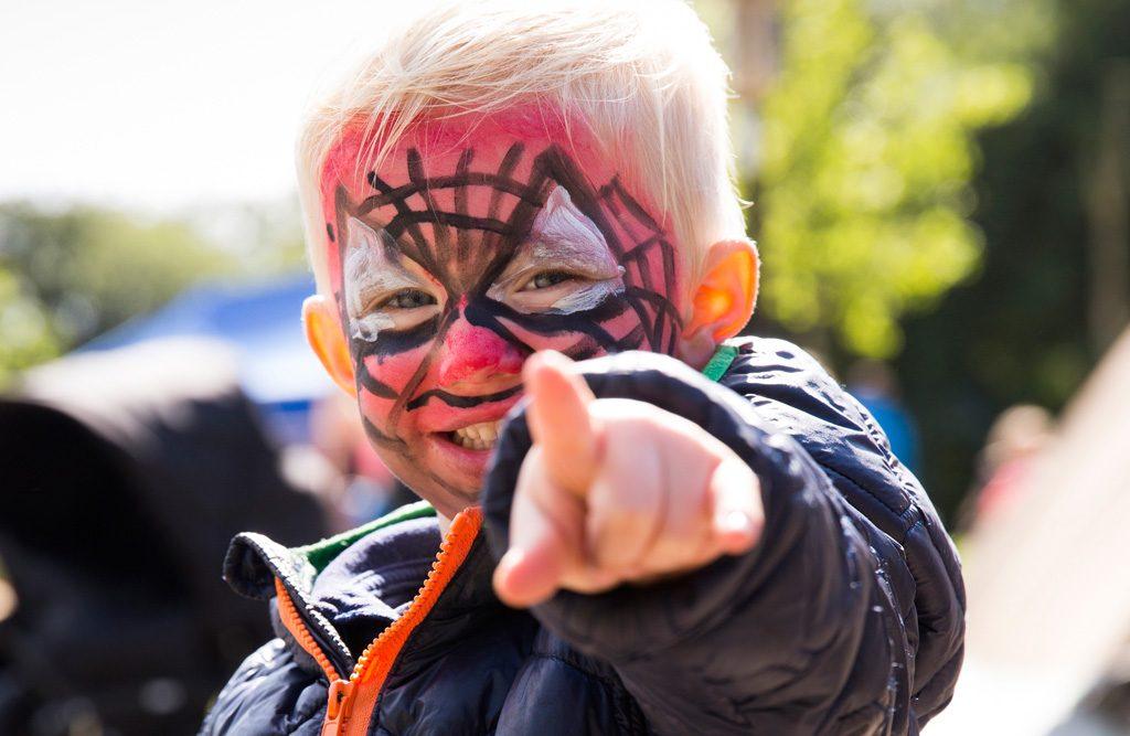 Modtag Børnehjælpsdagens tilbud til anbragte børn og udsatte unge i plejefamilie eller institution