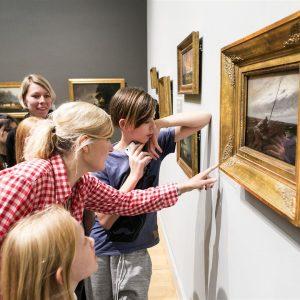 Omvisning på Statens Museum for Kunst til Børnehjælpsdagens Julefest