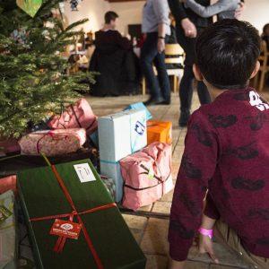 Venter på julegaven, Børnehjælpsdagens Julefest i Kolding 2016.