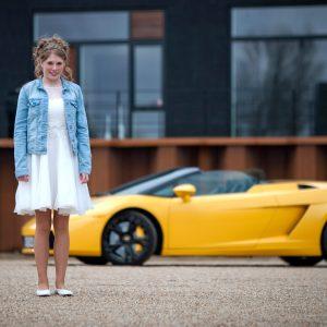 Børnehjælpsdagens projekt Drømmebanken med gul Lamborghini