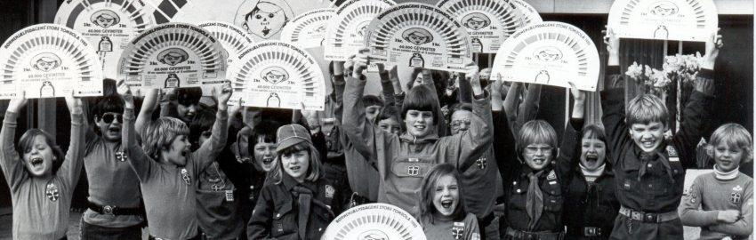 Historien om Børnehjælpsdagens lotterier starter helt tilbage i 1926, hvor Lillebrorlodderne kom på gaden. Dengang kostede et lod 1 krone.