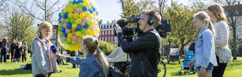 Anbragte børn taler med TV2 Lorry. Foto Kim Agersten