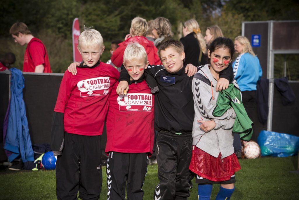 Børnehjælpsdagen skaber resultater til fodboldcamp