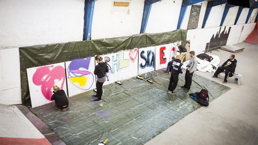 l-ron-harald-maler-grafitti-med-anbragte-unge-4-foto-roar-paaske-fotografi