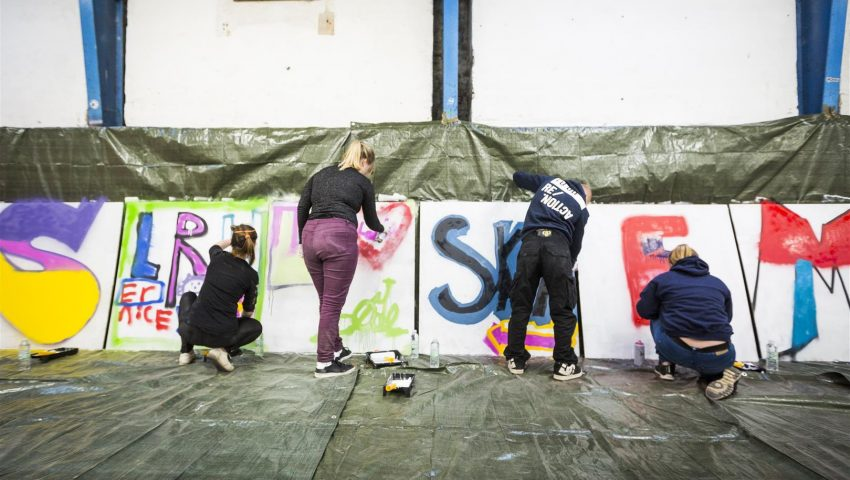 l-ron-harald-maler-grafitti-med-anbragte-unge-5-foto-roar-paaske-fotografi