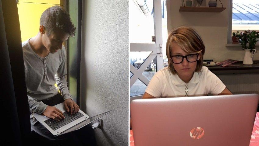 To unge er dyb optaget af deres nye PC'ere. Foto: Privat.