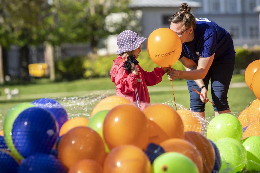 Drømmeballoner til Årets Børnehjælpsdag i Kongens Have