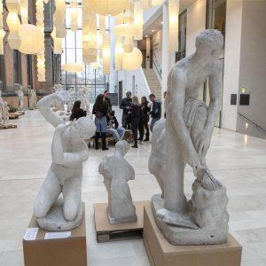 Anbragte børn og unge vises rundt på Statens Museum for Kunst