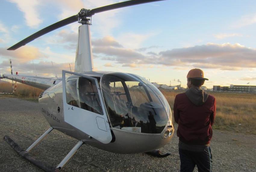 Drømmebanken opfylder ung mands drøm om helikoptertur