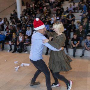 Bubber og Jenna Bagger danser til Børnehjælpsdagens julefest på Statens Museum for Kunst