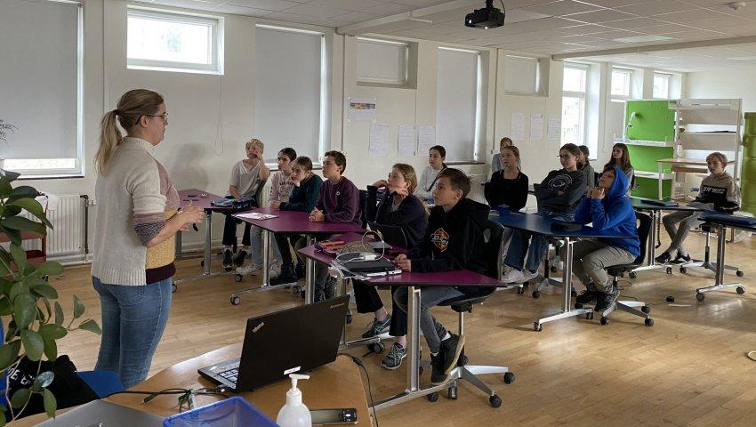 Ungdomsværn 2020: Oplæg i klassen med Børnehjælpsdagens unge ambassadør